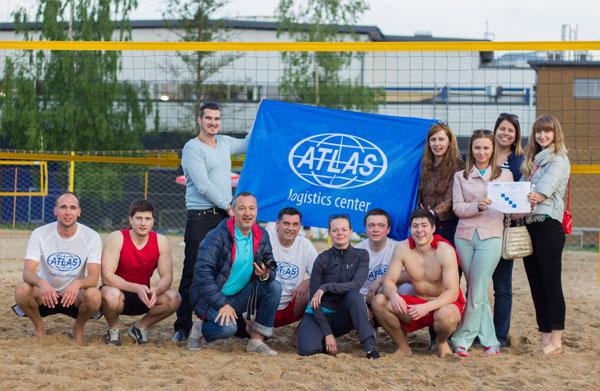 команды KL Shipping, Atlas Logistics c болельщиками и организаторами турнира